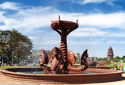 the Naga Fountain with the Independence Memorial in the background
