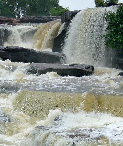 third picture: Kbal Chhay Waterfalls