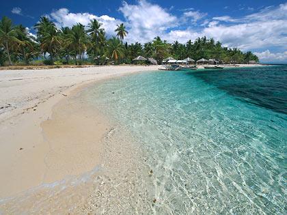 sandbar and beach at Digyo Island, Cuatro Islas