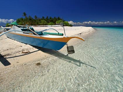 outrigger docked at a sandbar on Digyo Island
