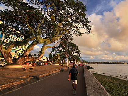 early morning joggers at Rizal Boulevard baywalk