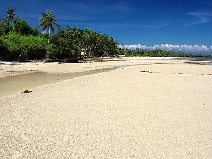 Dumanhog Beach at low tide, Siquijor town