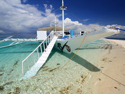 Malapascua dive boat at Kalanggaman