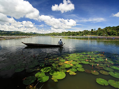 fisherman and canoe at Lake Sebu