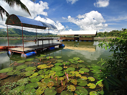 floating restaurant at Estares Resort