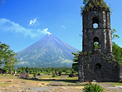 Cagsawa Ruins belfry with Mayon Volcano in the background