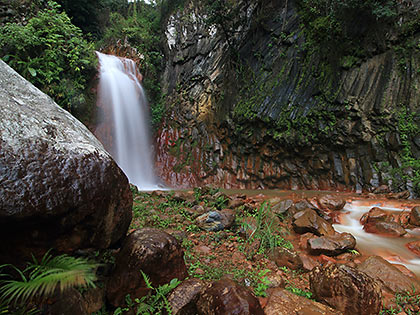 interesting rock formations at Pulamgbato Falls