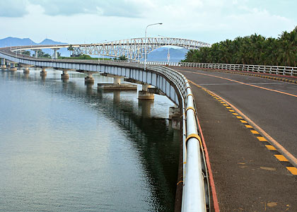 the San Juanico Bridge links Leyte to Samar
