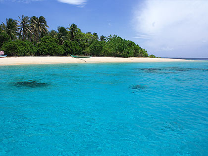 Tikling Island's aquamarine waters and pink sand beach