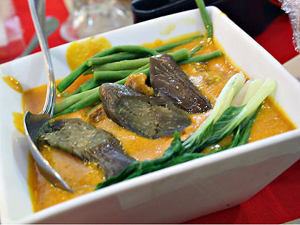 kare-kare dish at Binulo Restaurant