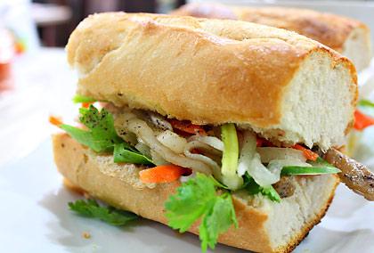 grilled pork bánh mì