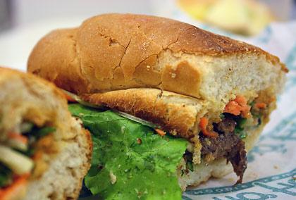 sirloin beef bánh mì